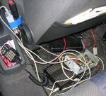 Img_3156mod.jpg Aufgerüstetes Verfolgerfahrzeug von DF3DCB. Unter dem Beifahrersitz.